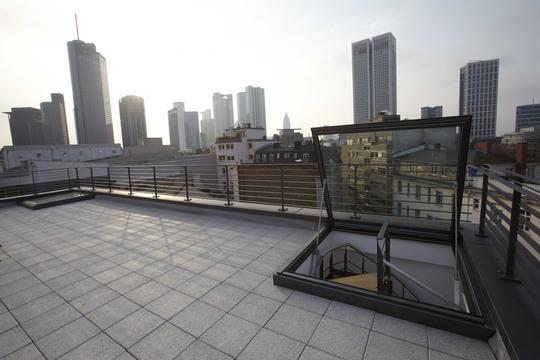 2-zimmer luxus penthouse wohnung mit dachterrasse, möbiliert in, Wohnzimmer dekoo